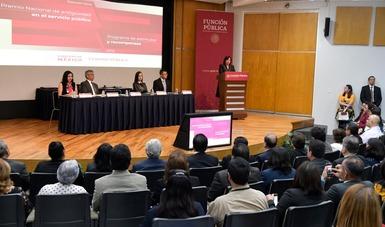 Reconoce y premia la secretaria Irma Eréndira Sandoval antiguedad y desempeño de personal en Función Pública