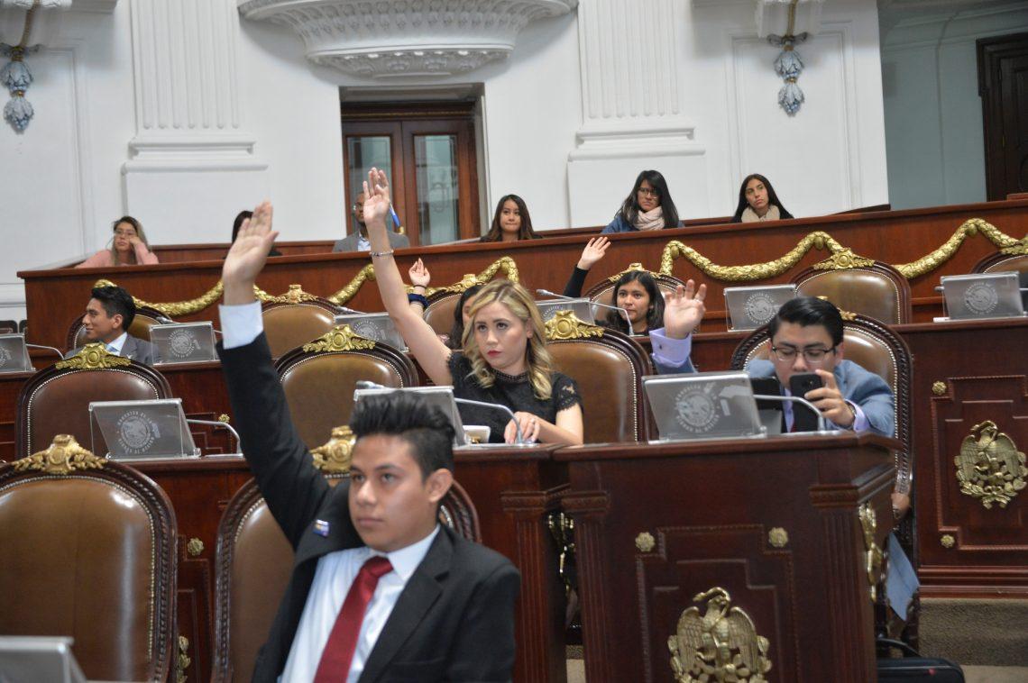 Jóvenes del Primer Parlamento Juvenil analizan temas de interés de la agenda de la capital