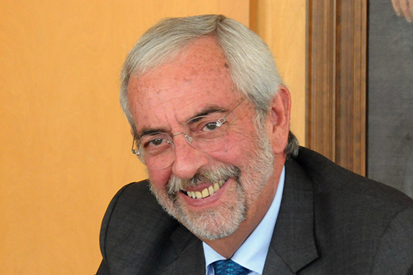 Otorga la Universidad Ricardo Palma, de Perú, honoris causa a Enrique Graue