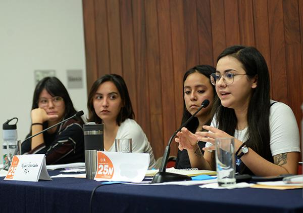 Reflexionan universitarias sobre los derechos de la mujer
