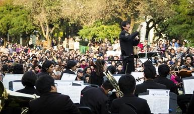 Orquesta Escuela Carlos Chávez celebra con un concierto un año de la apertura de Los Pinos