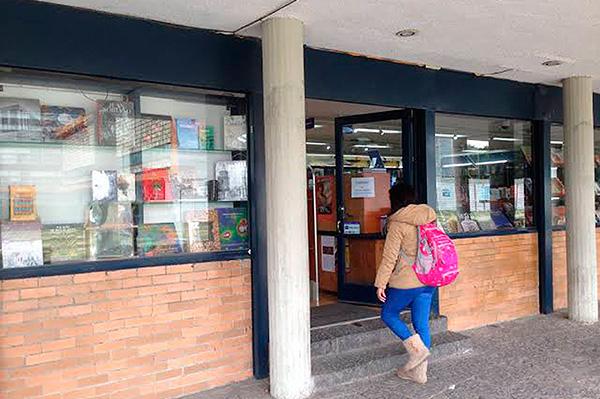 Reabre sus puertas la librería Henrique González Casanova