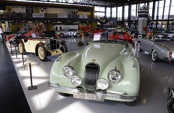 En la UNAM, magna exhibición de autos antiguos Retromobile 2019