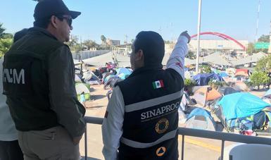 Instalan autoridades federales y municipales macro carpas y domos con servicios para personas migrantes en Matamoros, Tamaulipas