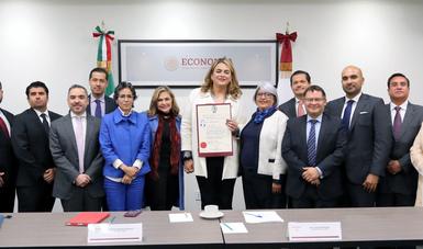 Fue entregada la habilitación de la primera Corredora Pública Transexual en México