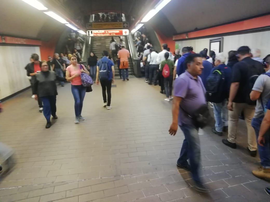 Historia en el metro - Horas Pico
