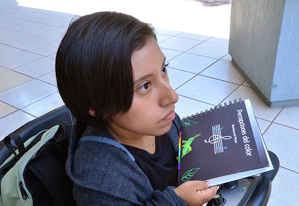 Crea universitaria libro en braille para identificar colores