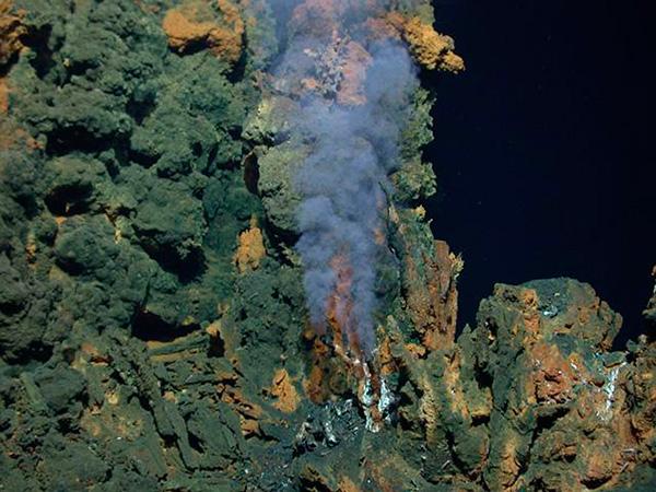 Científicos de la UNAM exploran en ventilas hidrotermales origen de la vida