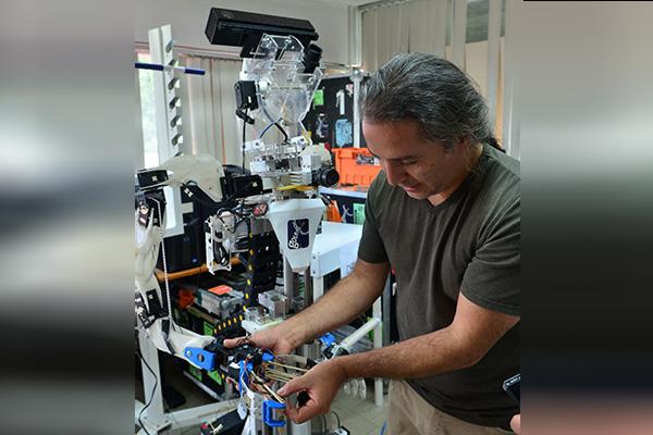 Empresa incubada en la UNAM crea robot capacitado para ser vendedor estrella