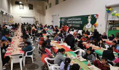 Disfrutan migrantes de convivencia y cena navideña en Centros Integradores de Ciudad Juárez y Tijuana