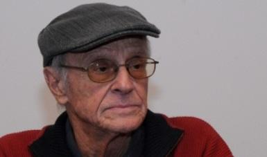 Más de 40 títulos resguardan la poesía de Saúl Ibargoyen
