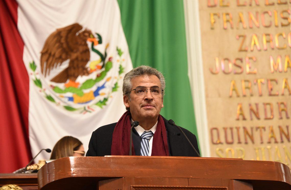 El Congreso capitalino solicitó a la Fiscalía General de Oaxaca proceder legalmente contra Juan Vera por agresión a joven saxofonista