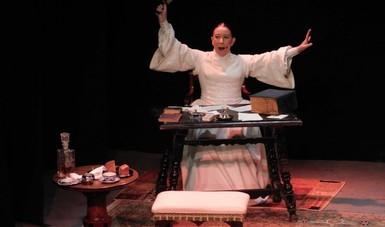 Emoé de la Parra da vida a la prolífica poeta Emily Dickinson