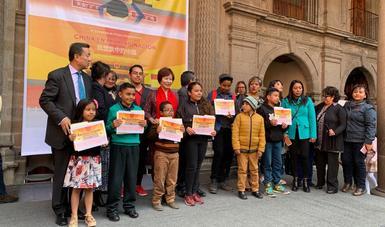 Premian a los ganadores del concurso-exposición China en mi imaginación
