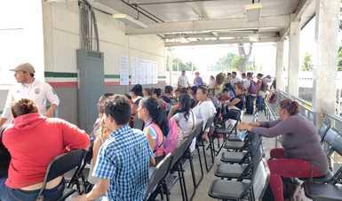 Brinda INM información y atención a personas migrantes que solicitan su ingreso por la frontera sur