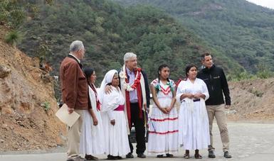 En Oaxaca, presidente López Obrador concluye inauguración de 25 caminos rurales a cabeceras municipales