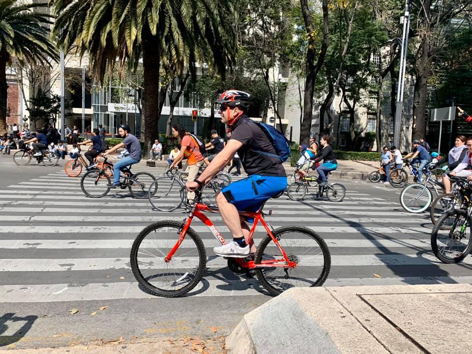 Miles de pedalistas  y patinadores durante el primer Ciclotón de la Ciudad de México del 2020
