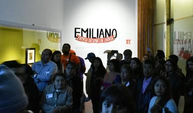 Visitan el Palacio de Bellas Artes familias de Morelos