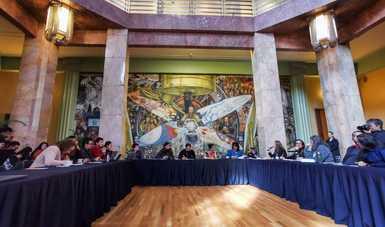 La secretaria Alejandra Frausto y la comunidad artística y cultural se reúnen en mesa de trabajo