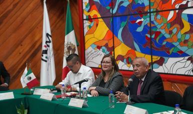 Colaboran comisionado del INM y legisladores para atender a población migrante