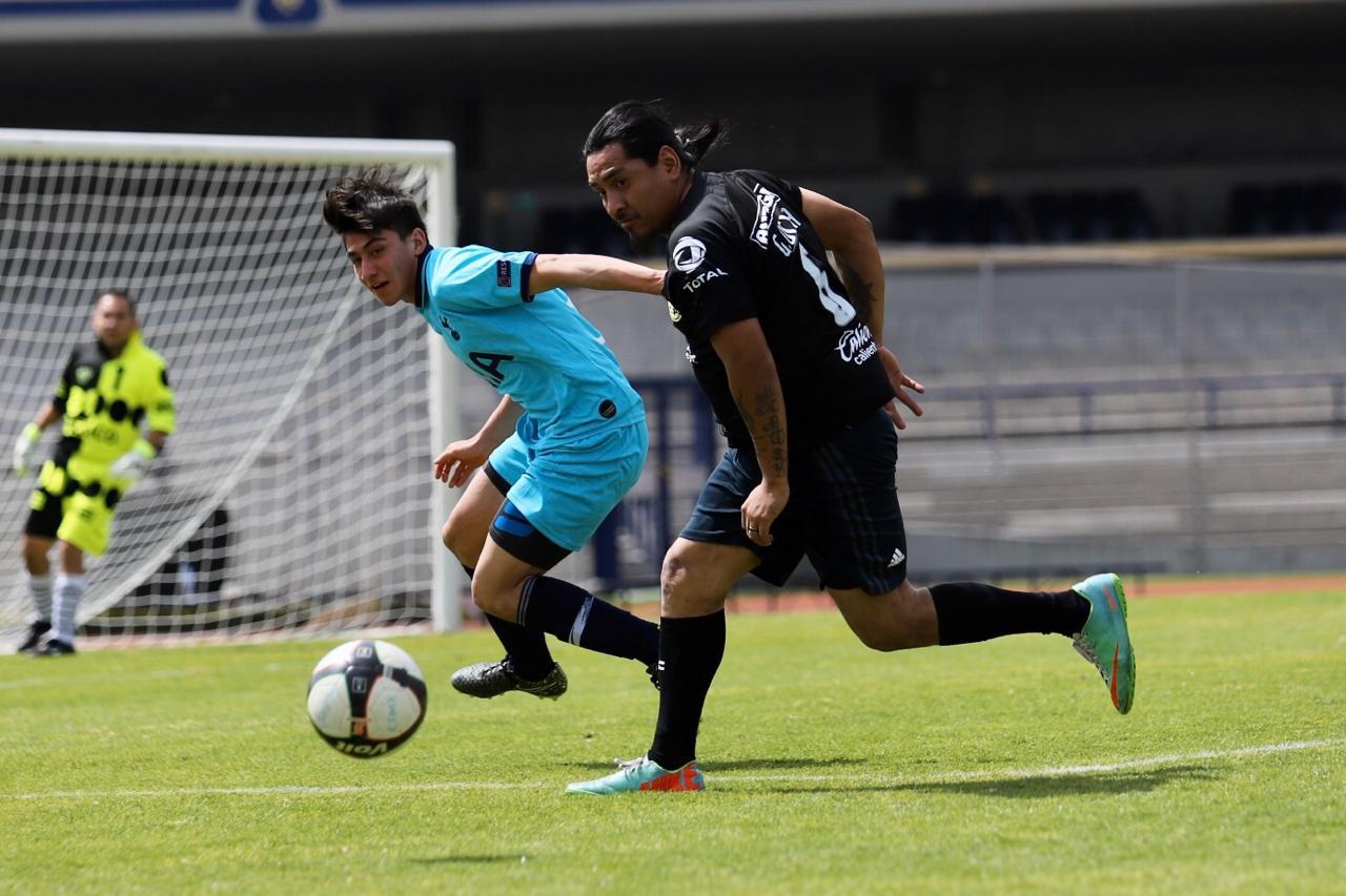 Cumplen futbolistas sueño en Estadio Olímpico Universitario