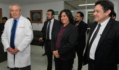 Revisa la secretaria Irma Eréndira Sandoval condición de servicios en el Hospital Juárez de México