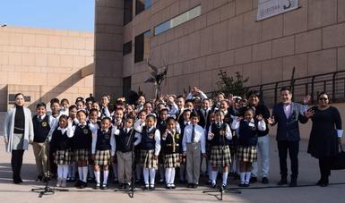 Engalana coro infantil bilingüe ceremonia cívica en el CECUT