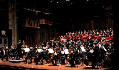 La Orquesta Sinfónica Nacional deleitó al público con un oasis de música mexicana en el Palacio de Bellas Artes.