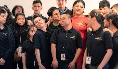Con un concierto didáctico, La Chávez ilustró al público cómo la inclusión de las diferencias armoniza el entorno
