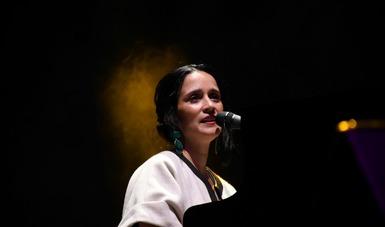Julieta Venegas se reencontró con el público tijuanense en el CECUT