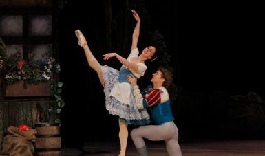 Rinden homenaje a la Prima ballerina assoluta Alicia Alonso con Giselle en Palacio de Bellas Artes