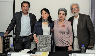 INAH presenta en Palacio de Minería libro que sintetiza sus ocho décadas