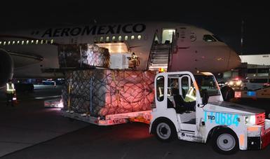 Arriba a México tercer vuelo con equipo de protección para personal de salud ante contingencia por COVID-19