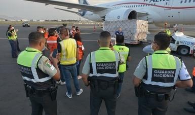 Llega a México sexto vuelo con insumos médicos para protección del personal de salud