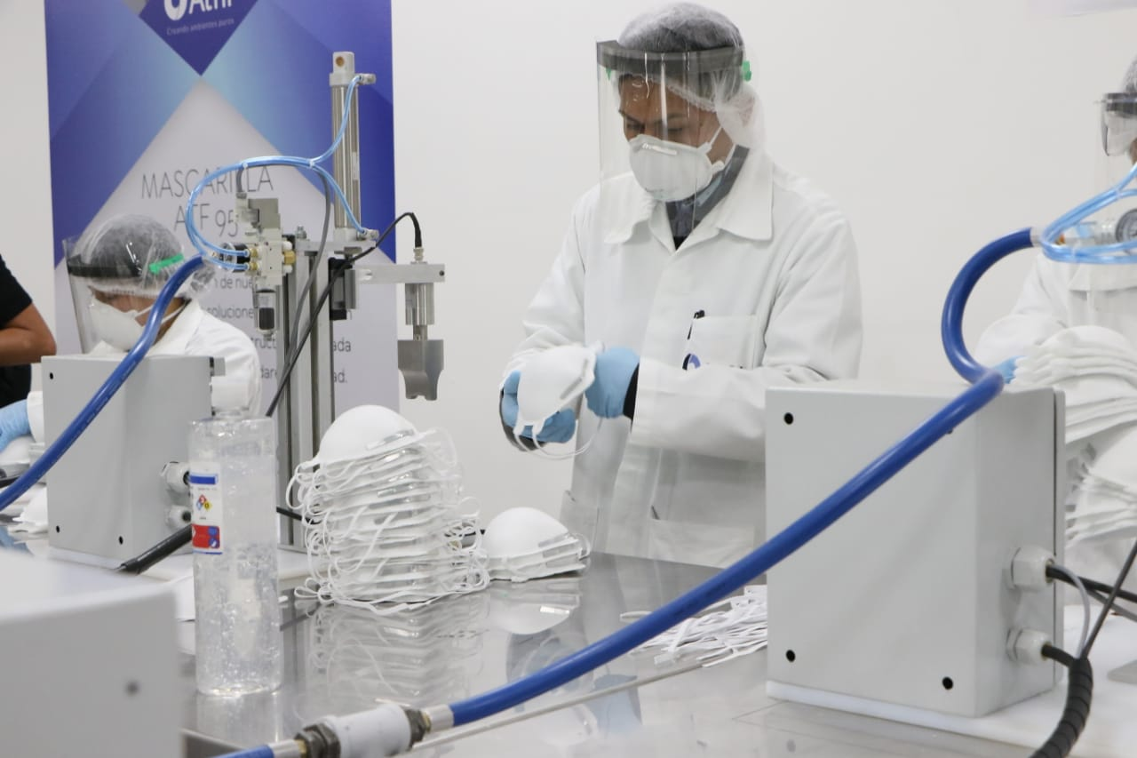 Inaugura Gobierno capitalino, UNAM y atfil fábrica de mascarillas N95