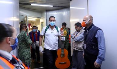 Regresan tripulantes mexicanos de cruceros internacionales
