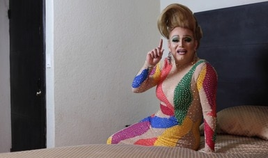 El artista Eduardo Luzuriaga busca visibilizar a la comunidad LGBTTTI a través de su arte visual