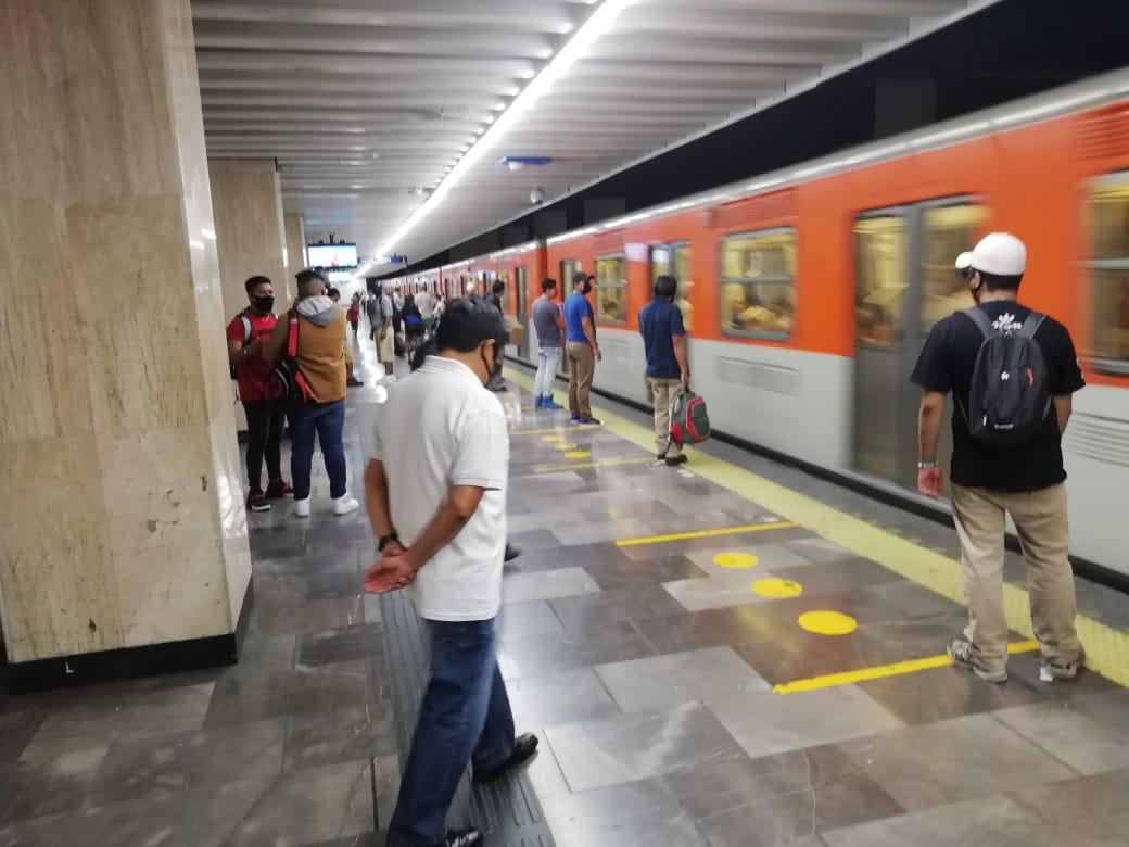 Historias en el metro - En rojo