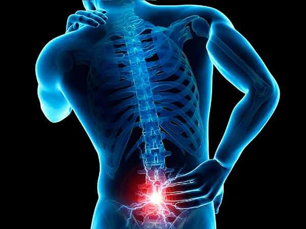 Uso de computadoras y dispositivos móviles en casa aumenta riesgo de padecer dolor lumbar