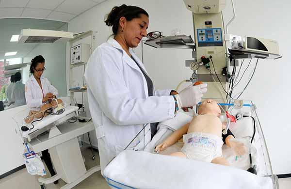 Garantizan médicos obstetras el bienestar materno-infantil