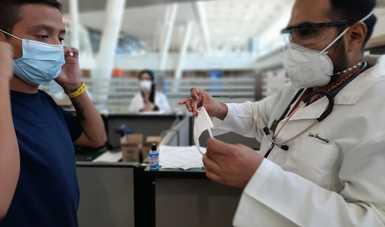 Distribuirá INM 3 mil kits de salud a personas repatriadas que ingresen por los aeropuertos de Guadalajara, Villahermosa y CDMX