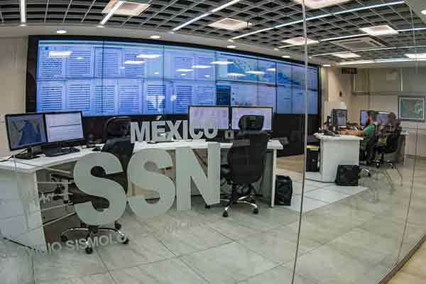 Otorgan el Premio Nacional de Protección Civil al Servicio Sismológico Nacional de la UNAM