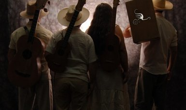 El grupo La Pura Pulpa difunde la música tradicional mexicana en el norte del país
