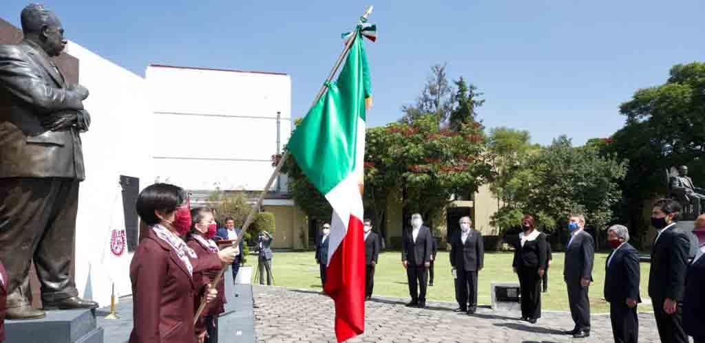 IPN, heredero del cardenismo, impulsa a México con más de un millón de profesionales