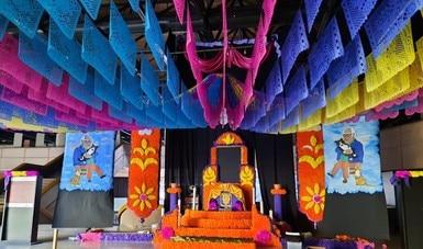 Dedica el Cecut altar monumental a la memoria de Carlos Monsiváis
