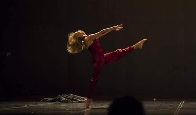 Con danza, artistas conmemoran el Día Internacional de la Eliminación de la Violencia contra la Mujer