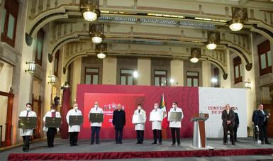 Presidente entrega Condecoración 'Miguel Hidalgo' Grado Placa a hospitales federales COVID