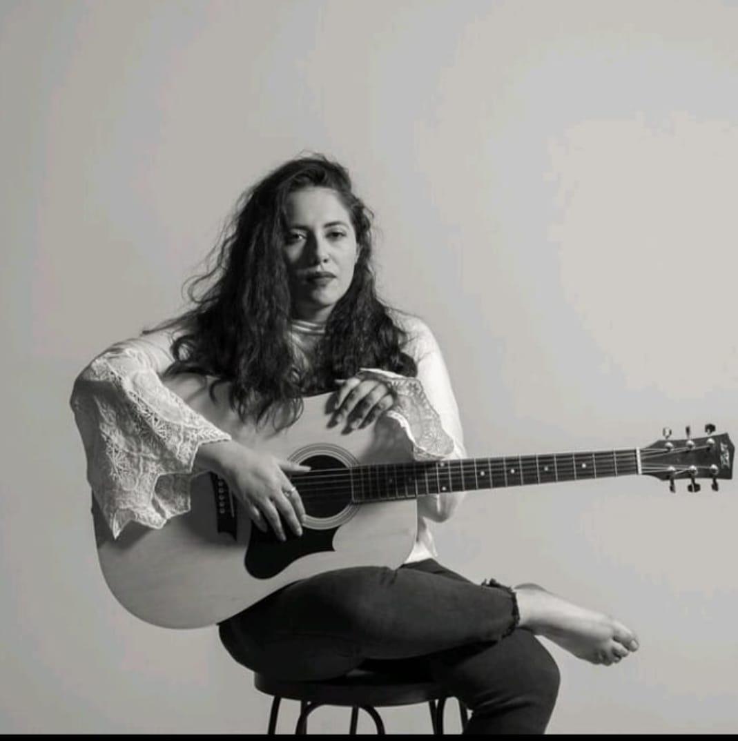 Al ritmo del folclore latinoaméricano comparte su música Bere Contreras
