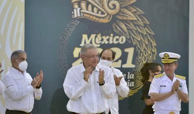 Más seguridad y recursos llegarán al puerto de Lázaro Cárdenas con administración de Marina, afirma presidente