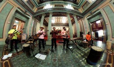 Con arreglos a las armonías tradicionales, Son del Montón fusiona música mexicana con ritmos del mundo
